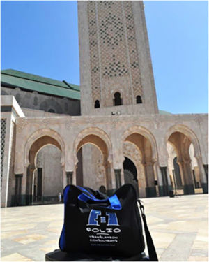 Bag in front of the impressive minaret of the Hassan II mosque in Casablanca, July 2014.